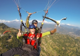 How A Fist Full Of Meat Can Make Paragliding Even More Fun