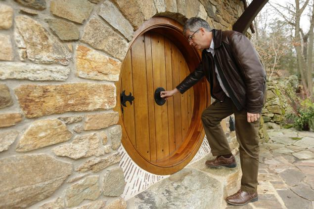 So This Guy Built His Own Hobbit House And Now I Have To